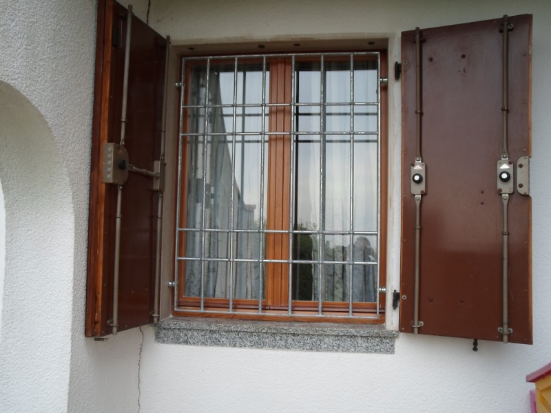 Inferriate per finestre mazzacani belle e sicure - Grate x finestre ...