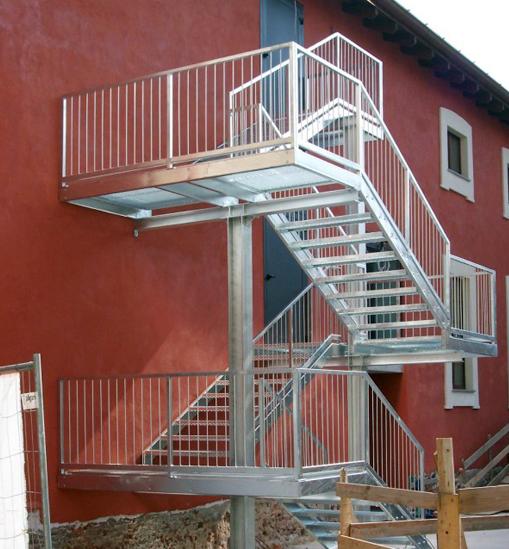 Scale di sicurezza protette a prova di fumo ed esterne - Chiusura scale esterne ...