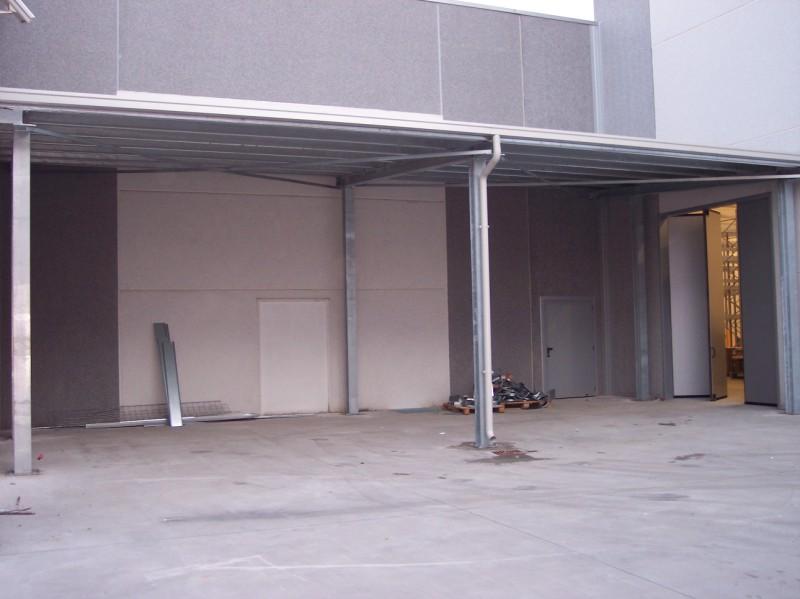 un esempio di tettoia per mezzi