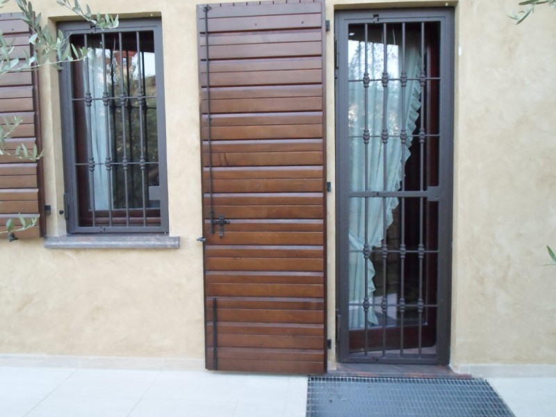 Inferriate per porte comodit e sicurezza - Grate per finestre villa ...
