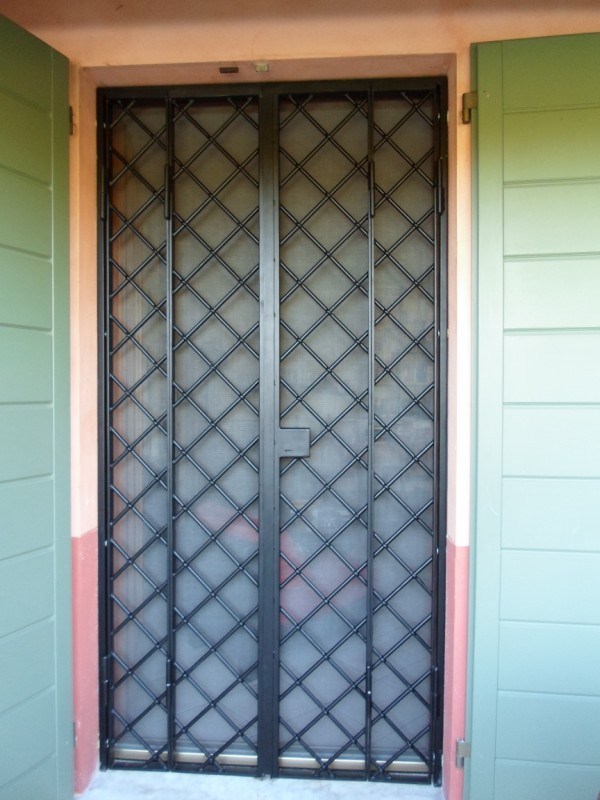 Inferriate per porte per proteggere la vostra casa - Porte per la casa ...