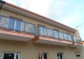 Carpenteria a Brescia: le ringhiere da esterno con il vetro