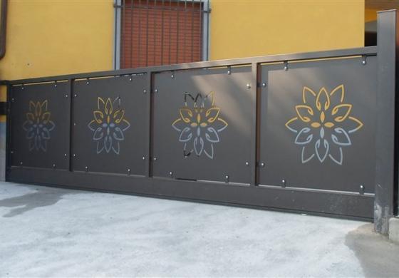 cancello pantografato
